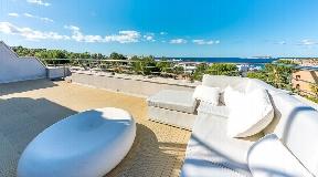 Penthouse met fantastisch zeezicht en op loopafstand in Cala Tarida