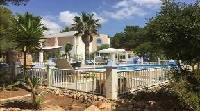 Huis met grote tuin en zwembad in Es Porroig te koop