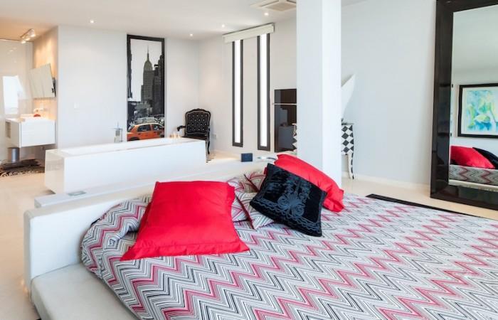 Moderne, moderne designvilla met een prachtig uitzicht op zee in Roca Llisa