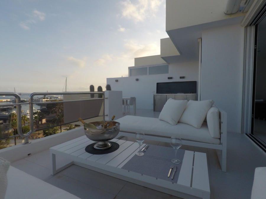Luxe penthouse voor de jachthaven op Ibiza