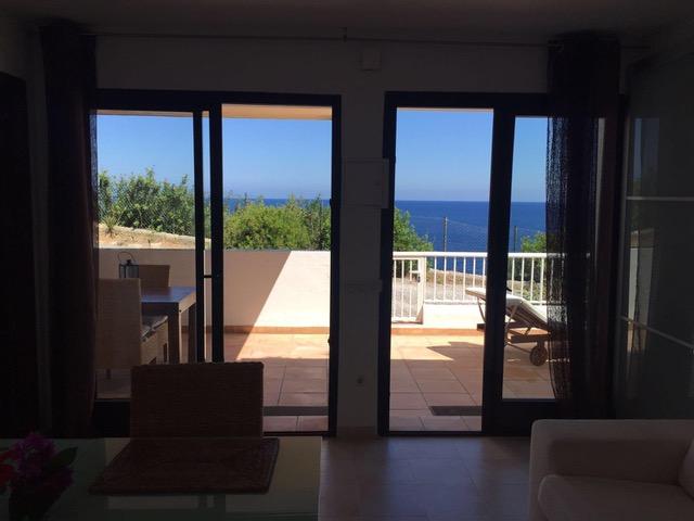 Eerste lijn huis gelegen in de buurt van Cala Llenya aan de kust met uitzicht op de zee