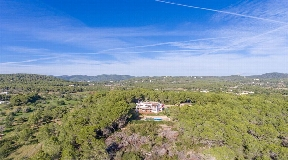 Schitterende traditionele villa in Ibiza-stijl te koop in Sant Carles de Peralta