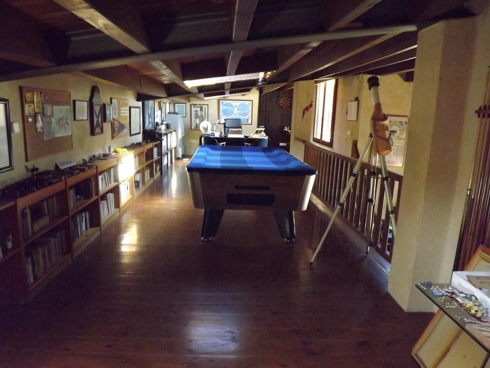 Enorm land met twee villa's in Es Cap de Barbaria te koop
