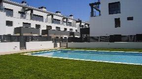 Modern appartement met 2 slaapkamers met een mooi terras met toegang tot het zwembad in Siesta