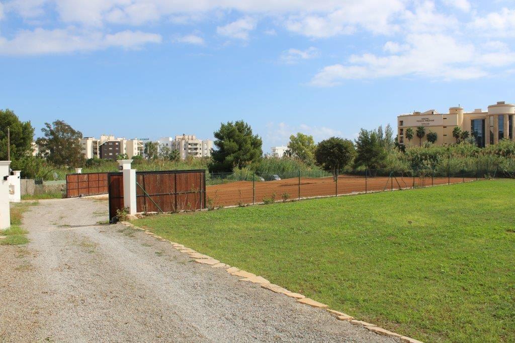 Twee huizen te koop in Santa Eulalia del Rio