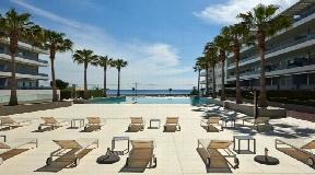 Prachtig appartement te koop met fantastisch zeezicht in Royal Beach, Ibiza