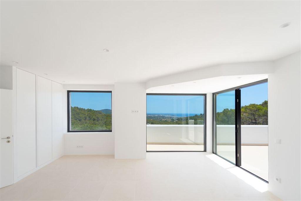 Droomvilla op Ibiza met fantastisch uitzicht op zee te koop