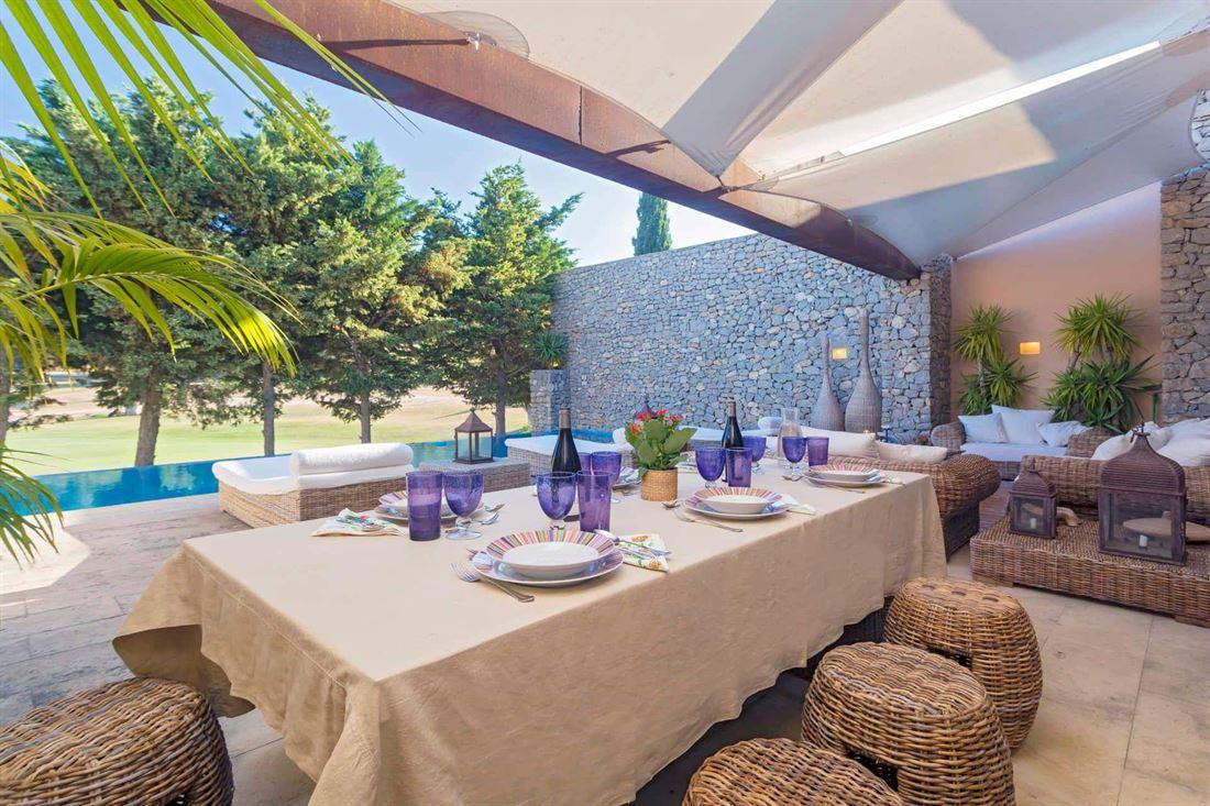 Rijtjeshuis te koop in Roca Llisa met privé zwembad
