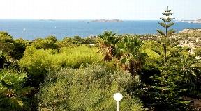 Mooi huis in mediterrane stijl met uitzicht op zee en op loopafstand van het strand