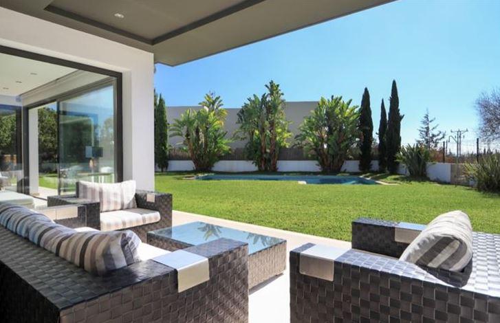 Fantastische moderne villa in de buurt van de stad Ibiza