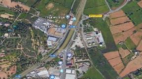 Land met mogelijkheid om een parking of hal van gymzaal te bouwen