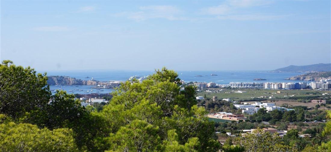 Mooi perceel met vergunning in Cap Martinet met onvergetelijk uitzicht op zee en Dalt Villa