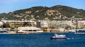 Suoerb appartement gerenoveerd in 2018 in de haven van Ibiza