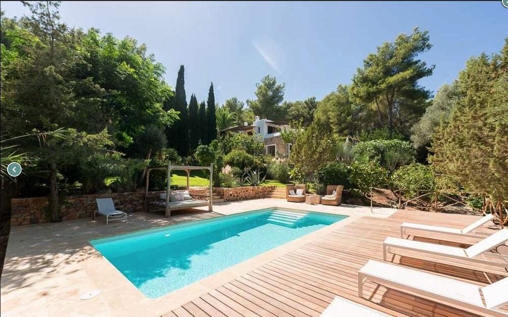 Prachtige onlangs gerenoveerde villa dichtbij de stad Ibiza