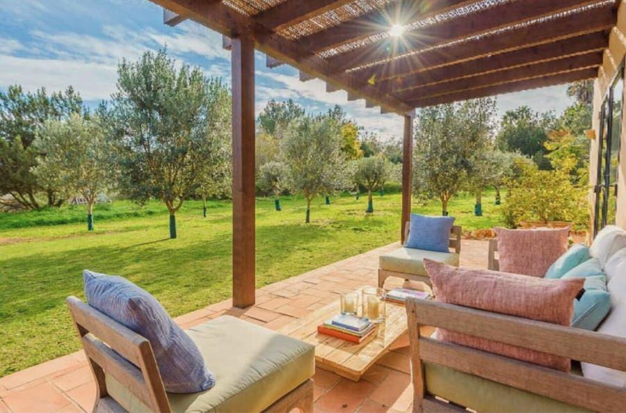 Charmante boerderij in traditionele stijl met een fantastische tuin en uitzicht