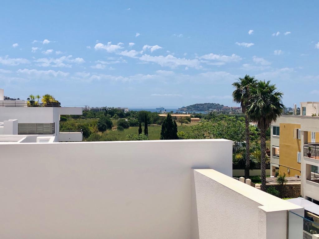 Penthouse in Jezus met uitzicht op zee en D'Alt Villa