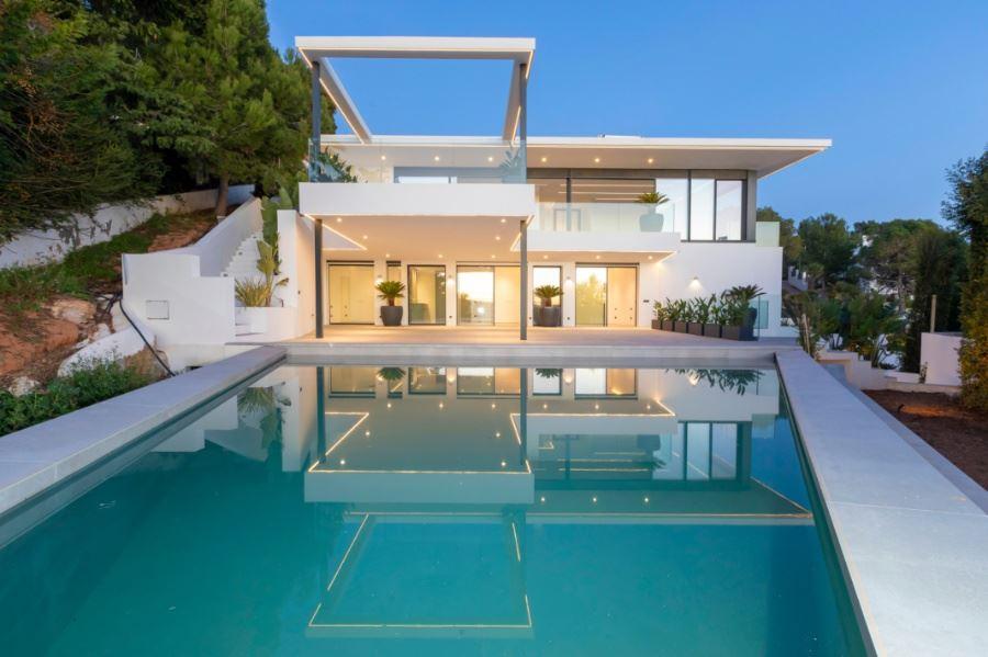 Nieuw gebouwde villa met een fantastisch uitzicht op Ibiza en Dalt Vila