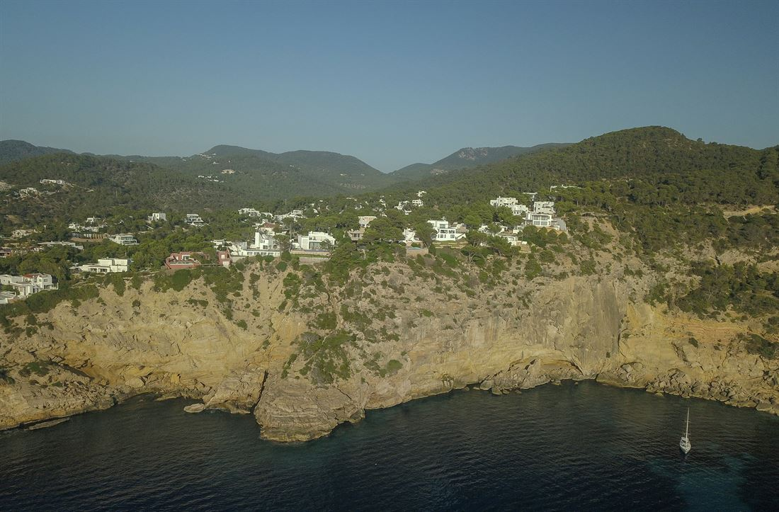 Moderne villa met uitzicht op zee en zonsondergang in Cala Moli
