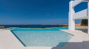 Luxe woning met panoramisch zeezicht te koop