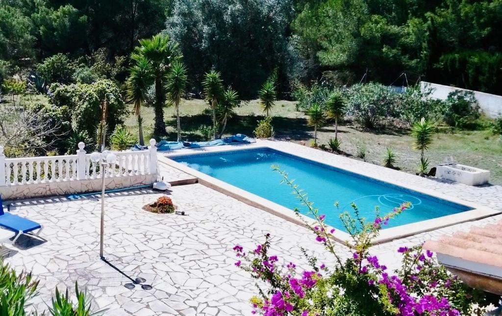 Schitterende villa met 2 verdiepingen met tuin en zwembad gelegen in San Josep