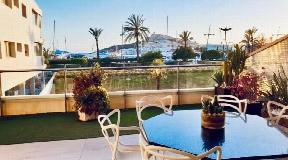 Luxe appartement in eerste lijn aan de haven met frontaal uitzicht richting Dalt Vila