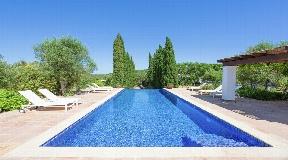 Prachtige villa van 300 m2 gelegen in het dorp San Rafael