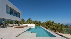 Prachtige nieuwe villa van 606 m2 op 5 minuten lopen van het strand van Portinaxt