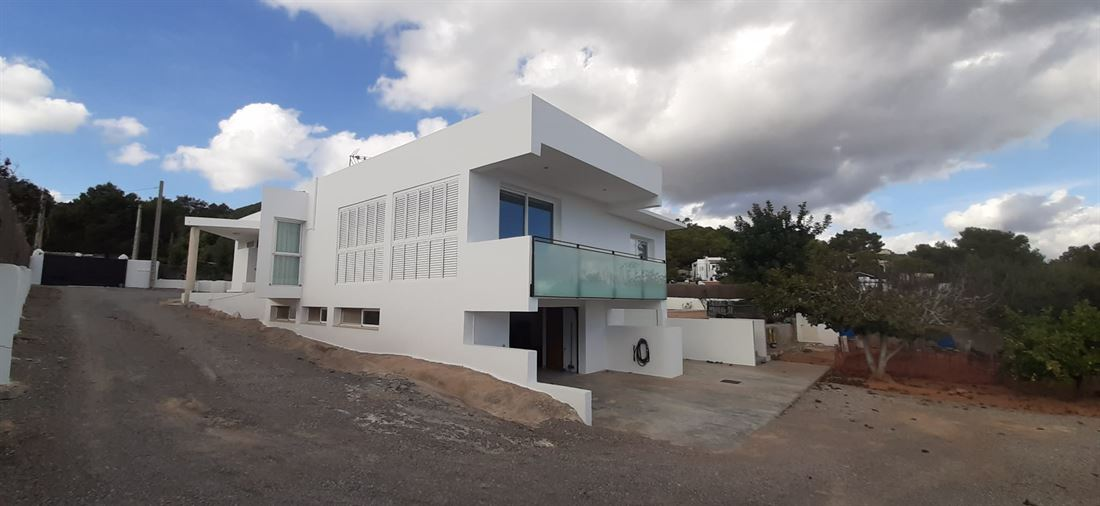 Huis op Ibiza van 230m2 met bijgebouw van 58m2 en zwembad