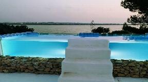 Spectaculair huis aan het zandstrand in Formentera