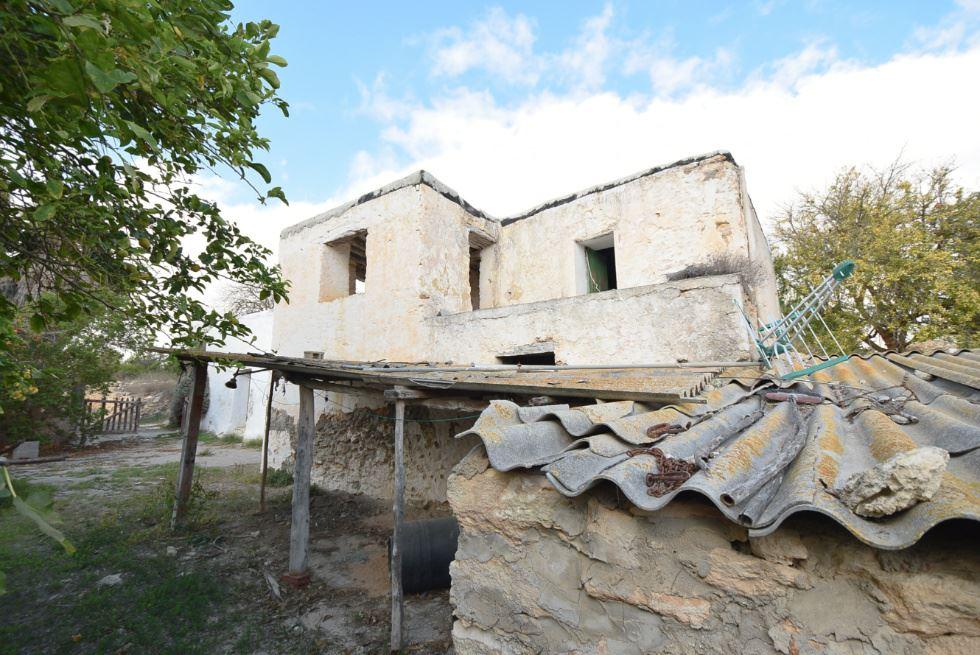 Originele boerderij gelegen in de ongerepte natuur nabij San Lorenzo