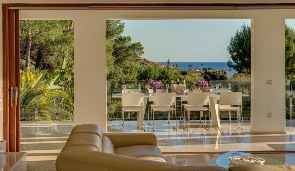 Prachtige villa in Cala Jondal met prachtig uitzicht op zee en op loopafstand van het strand