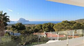 Luxe villa te koop met uitzicht op Es Vedra met verhuurvergunning