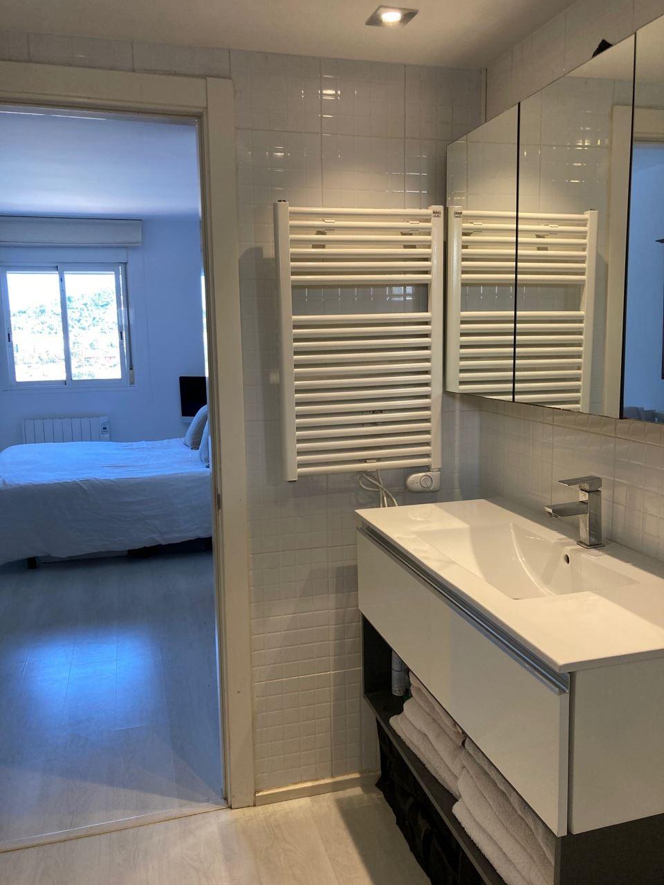 Licht 2 slaapkamer appartement van 100 m2 in Marino Botafoch met uitzicht op zee