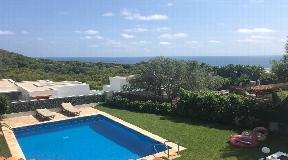 Villa te koop in Cap Martinet met uitzicht en mogelijkheid tot uitbreiding