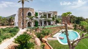 Exclusieve villa in Cala Jondal op Ibiza met geweldig uitzicht