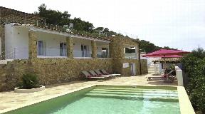 Onlangs gerenoveerde villa met prachtig uitzicht op zee in de buurt van Cala Bassa