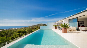 Moderne villa te koop in Zuid-West met fantastisch zeezicht