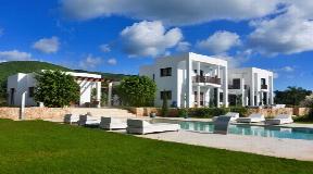 Luxe villa van 650 m2 gelegen nabij het dorp San Carlos