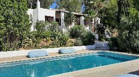 Prachtig huis in privé urbanisatie op 10 minuten van Ibiza