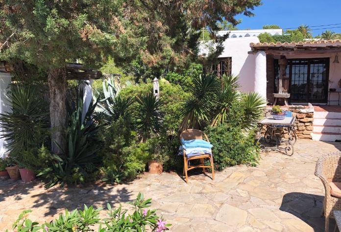Boerderij te koop met hoge plafonds is gelegen in de buurt van Ibiza