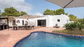 Volledig gerenoveerde villa gelegen in de regio Port des Torrent