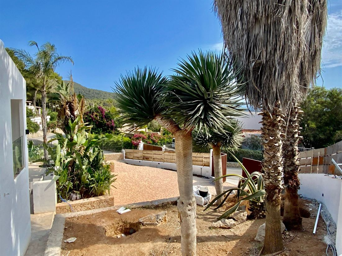 Gerenoveerde villa in een gesloten gemeenschap van Can Furnet met een prachtig uitzicht op de zee en het kasteel
