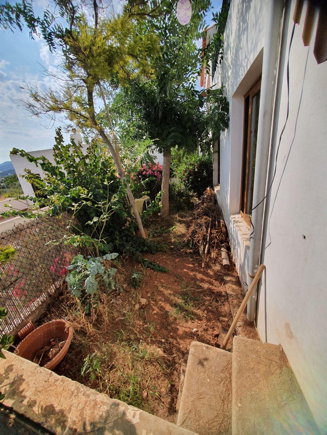 Ruime woning te koop in de buurt van het strand van Talamanca dat moet worden gerenoveerd