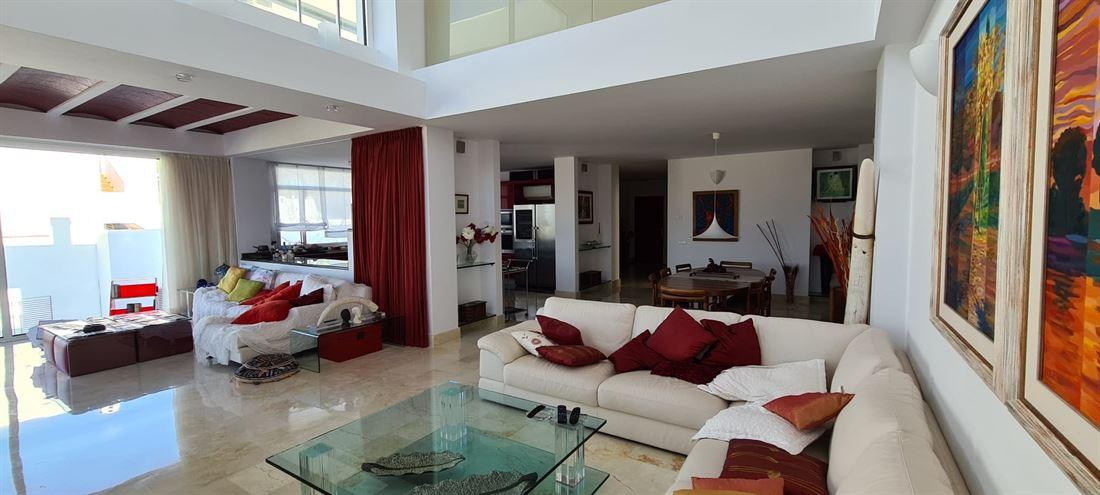 Moderne villa met uitzicht in de stad Santa Eulalia del Rio