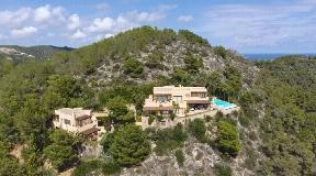 Luxe villa op de top van een heuvel van Ibiza te koop